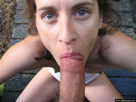 WifeBucket | Hot wife gives a great blowjob outdoor