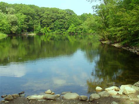 ponds pictures file hill s pond monotomy rocks park arlington massachusetts jpg wikimedia commons