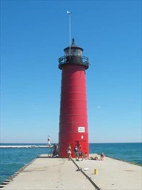 kenosha pier light kenosha pier lighthouse kenosha wi coastal