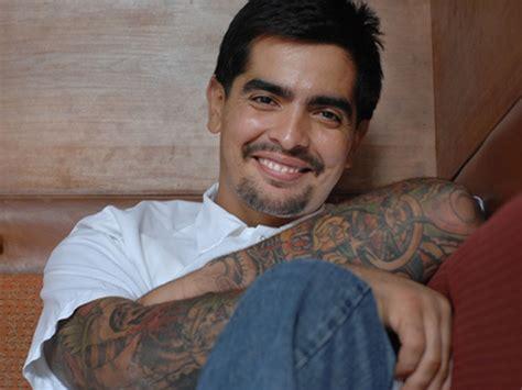 chef aaron sanchez debuts  book  york daily news