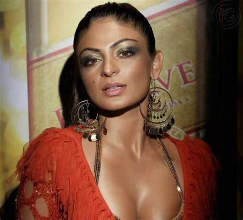 Kashmira Shah Stunning Neeru Bajwa Sexiest Photos
