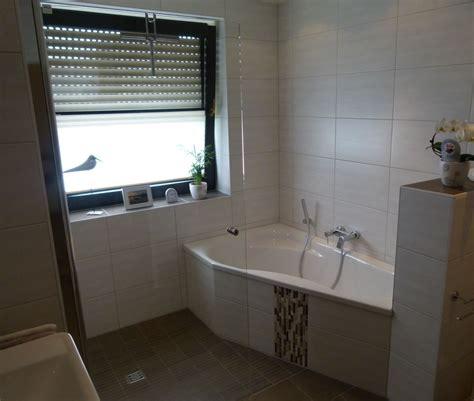 Kleines Bad Dusche Vorm Fenster by Bad Mit Wanne Und Dusche Badgalerie