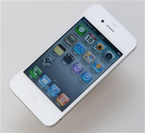 iphone 4s uk carrier claims no white iphone 4s until end of the
