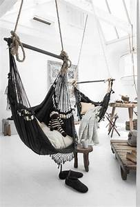 Chaise Suspendue Interieur : hamac d 39 int rieur noir 12 id es de d co pour la maison ~ Teatrodelosmanantiales.com Idées de Décoration