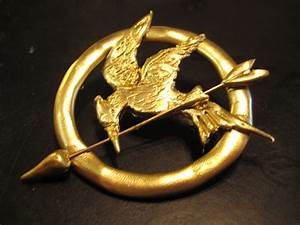 Katniss' mockingjay pin by ZeldaGurl123 on DeviantArt