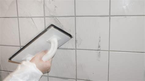 Fliesen Farbe Richtig Auftragen by Fliesen Verfugen Anleitung Zum Richtigen Verfugen