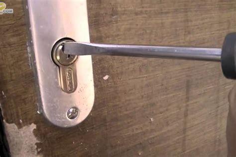 comment ouvrir une serrure de porte de chambre ouvrir une porte sans clef 28 images serrure cave