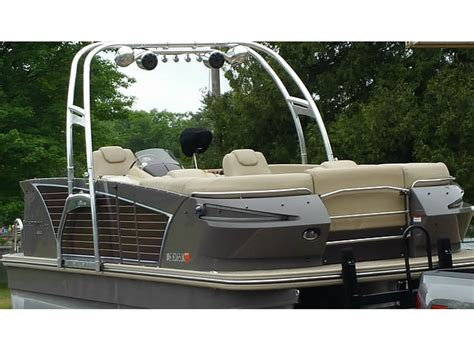 Wakeboard Tower Pontoon Boat by Pontoon Boat Wakeboard Tower The F250 Pontoon Tower