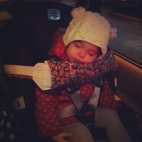 cale tete bebe pour siege auto la fin des torticolis avec catoa baby la reine de l 39 iode