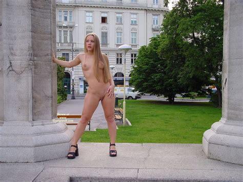 Naked Girl Standing In Public January 2007 Voyeur Web