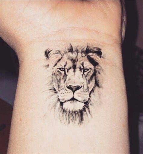 Tattoo Lion Wrist