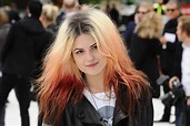How Alison Mosshart Painted a Show Inside Itself — The ...