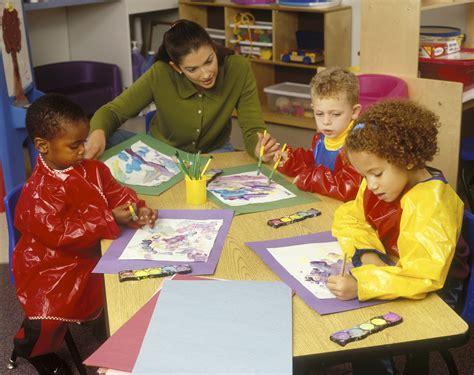 consumer education helps parents choose quality child care 260 | Preschool Teacher Showing Children How To Paint