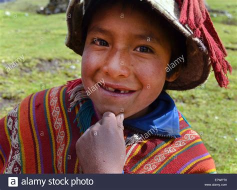 Poncho Peru Stock Photos & Poncho Peru Stock Images Alamy