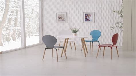 Round Wooden White Dining Table and 4 Mixed Coloured Chairs