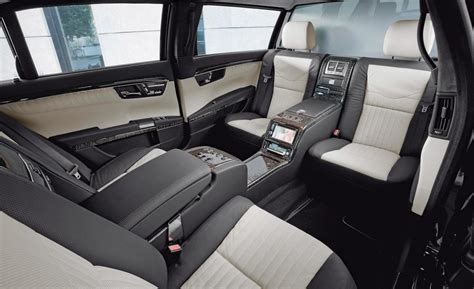 Powerful, confident character of the car emphasized in the front part using the large central. Armored Maybach