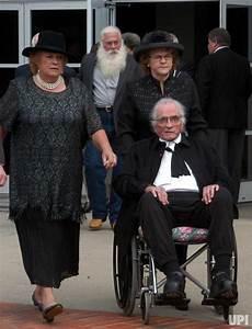 June Carter Cash laid to rest - UPI.com