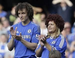 David Luiz invites mum on Chelsea lap of honour | Metro News