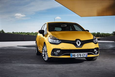 renault clio sport 2017 renault clio rs unveiled along with clio gt line