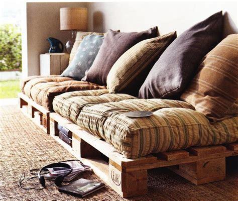 canapé fait avec des palettes déco maison un canapé pas cher fait avec des palettes en