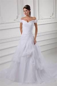 robe mariee luxe epaule degagee fleurie ornee de broderie With robe epaule dégagée