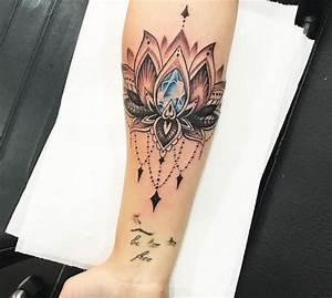 Mandala Tattoo Unterarm : lotus tattoos 24 ideen mit bedeutung ~ Frokenaadalensverden.com Haus und Dekorationen