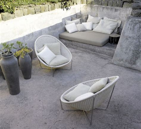 concrete yard furniture decorticosis