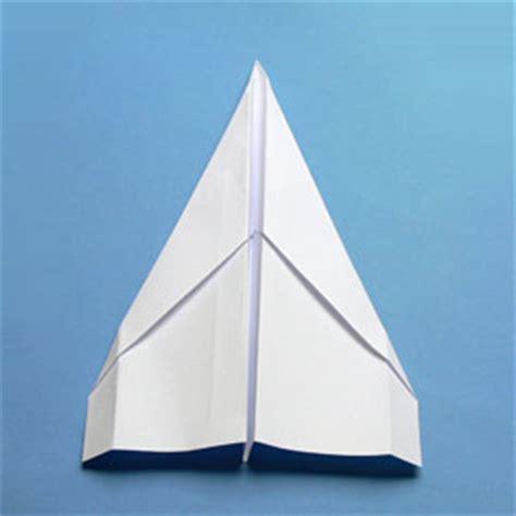wie bastelt einen papierflieger anleitungen zum falten papierfliegern