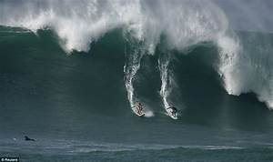 Surf's up as biggest waves in five years come to Hawaii ...