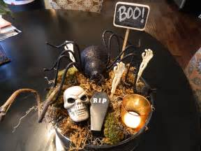 Dining Room Table Center Piece by 29 Spooktacular Halloween Centerpieces