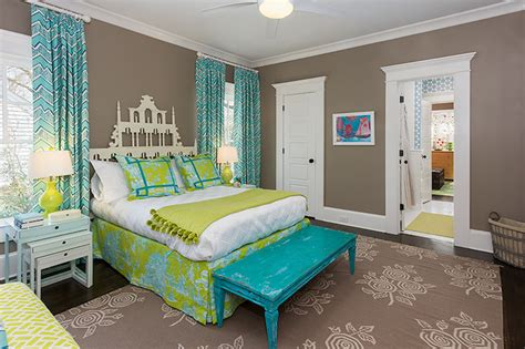 chambre taupe turquoise pagoda headboard contemporary 39 s room colordrunk
