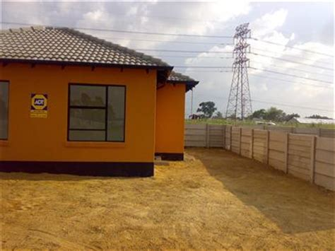 2 Or 3 Bedroom House For Rent by 3 Bedroom House To Rent In Rosettenville Property To