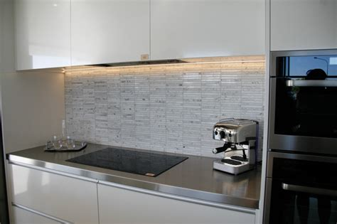 glass tiles kitchen splashback kitchen splashbacks kembla kitchens 3825