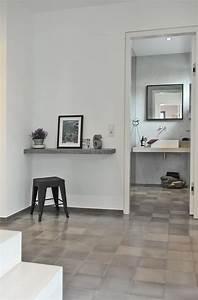 Farbe Für Fliesen : ein modernes bad und ein heller flur mit zement fliesen ~ A.2002-acura-tl-radio.info Haus und Dekorationen