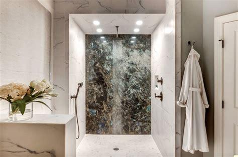 dekoration für badezimmer focal wand moderne dusche ideen f 252 r ihr badezimmer teak
