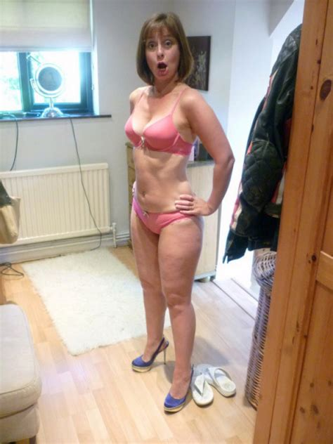 Hot Uk Wife Amateur Is Ready To Get Naked