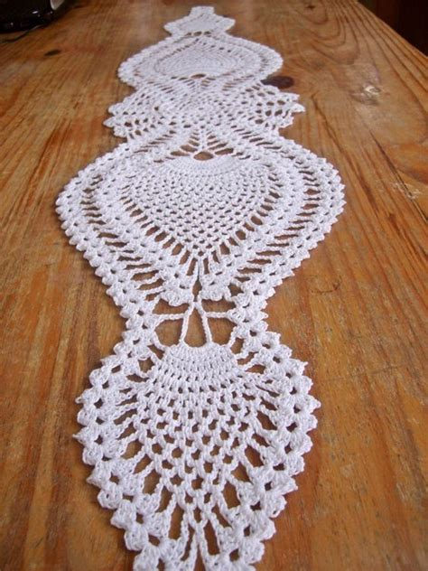 free crochet pineapple table runner patterns table runners doilies crochet and runners on pinterest