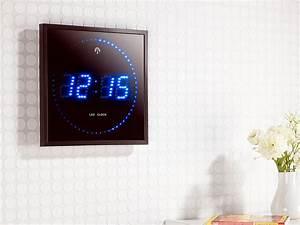 Led Uhr Wand : lunartec led funk wanduhr mit sekunden lauflicht durch blaue leds ~ Whattoseeinmadrid.com Haus und Dekorationen