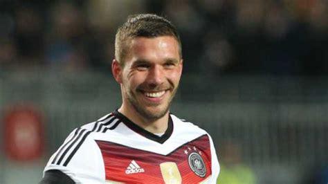 Fans, mitspielern und trainern wird er fehlen. Lukas Podolski saves day for Germany against Australia ...