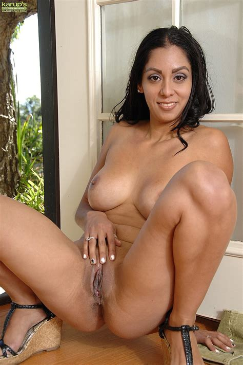 Lovely Milf Bianca Mendoza Strip At The Backyard Milf Fox