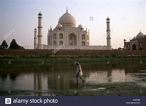 The Back Side View Of The Taj Mahal Stock Photo  9570391