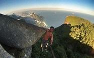謝天華式單手攀石咪亂試 玩命男爬出崖邊半天吊要朋友救 | UPower
