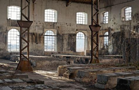 fototapete alten industriegebaeude voller fenster pixers