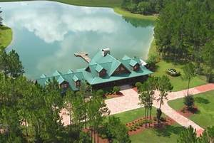 A stunning private lake ranch in Florida