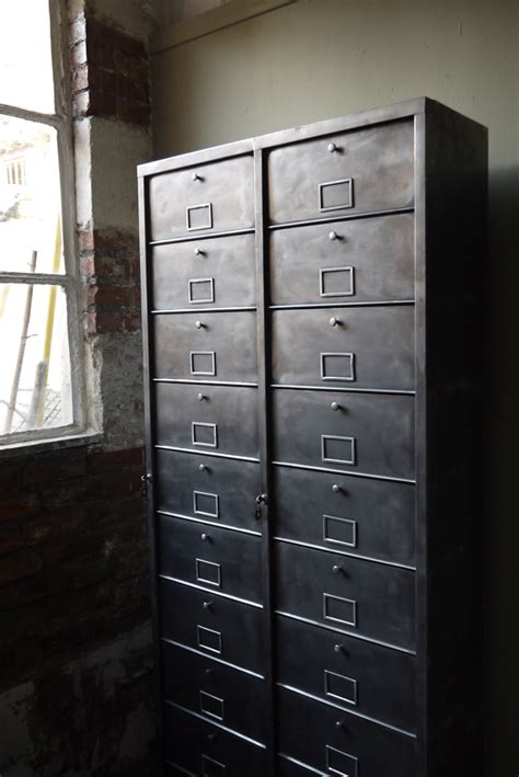 ancien grand meuble  casiers industriel