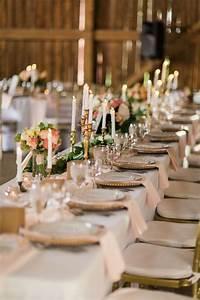 Ideen Für Kerzenständer : wei e farbe und kerzenst nder aus messing und anderem metall wedding tischdeko hochzeit ~ Orissabook.com Haus und Dekorationen