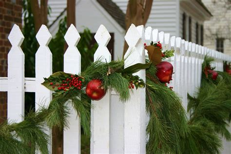 colonial williamsburg  white picket fence decorated