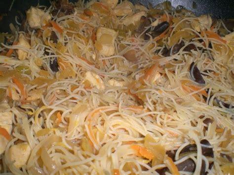 cuisiner vermicelle de riz wok de vermicelles de riz sautées aux petits légumes et