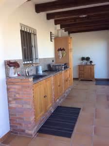 porte cuisine bois cuisine extérieure en brique portes en bois à el