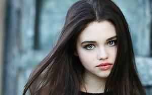 Advertise brunette teen in blue